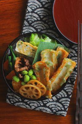 日本人のごはん/お弁当 Japanese meals/Bento 日本の片隅で作る、とある日のお弁当/ ちくわの揚げたのや炒めたの美味いんだよね…