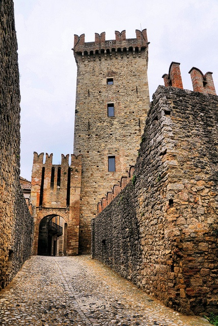 Il Castello di Vigoleno, Vigoleno, Provincia di Piacenza - Italy