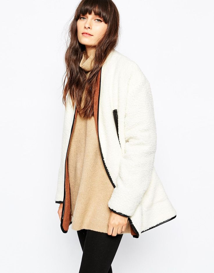 Paisie+Faux+Shearling+Coat+with+Contrast+Collar