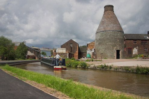 Canal and Bottle kiln in Stoke on Trent, Home of Wedgewood