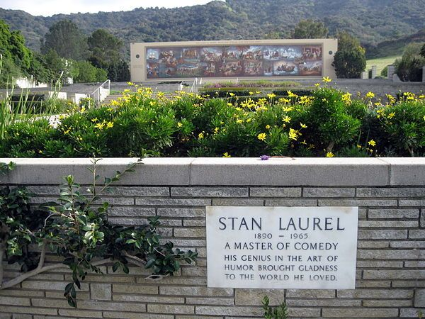 Forest Lawn Memorial Park (Hollywood Hills) - Wikipedia, the free encyclopedia