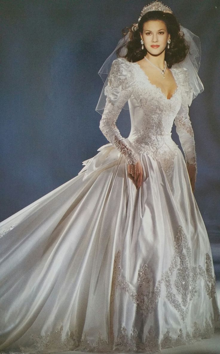 3b1507e84a5acf022a6345cc4ee5846e   years - Vintage Wedding Gowns