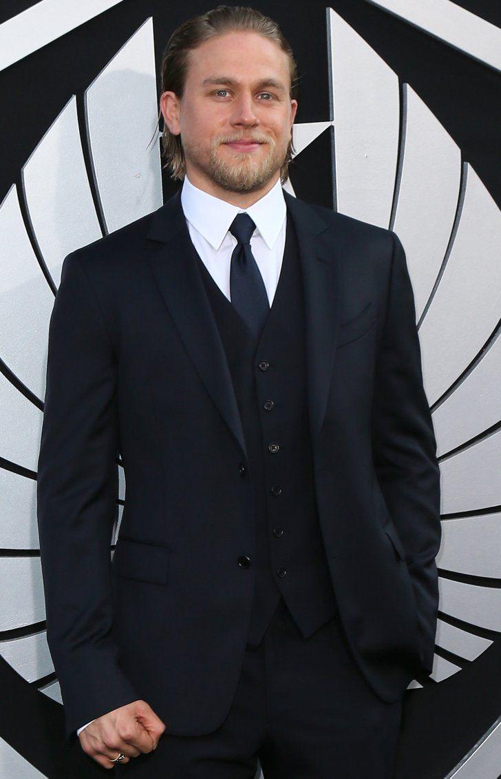 Pin for Later: Diese 11 Schauspieler hätten fast in Fifty Shades of Grey mitgespielt Charlie Hunnam Charlie Hunnam hatte anfangs die Zusage für die männliche Hauptrolle, musste dann aber wohl wegen anderen Verpflichtungen wieder absagen.