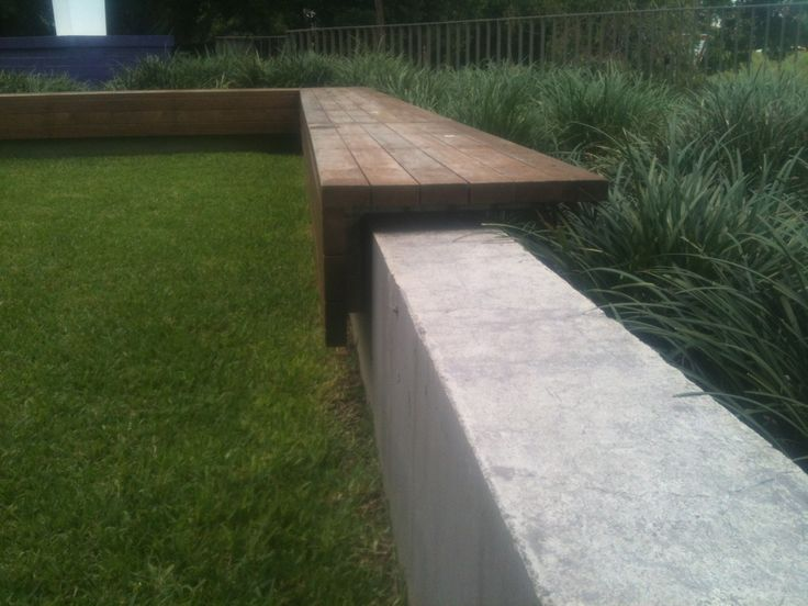 wall as seating...tie into poolscape