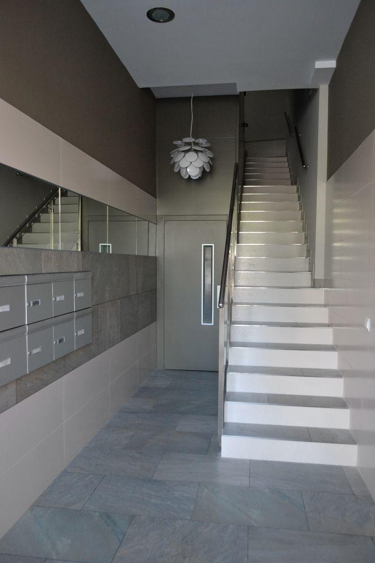 Pequeños espacios comunes de un edificio que pasan a ser útiles, cómodos y accesibles mediante la eliminación de barreras arquitectónicas.