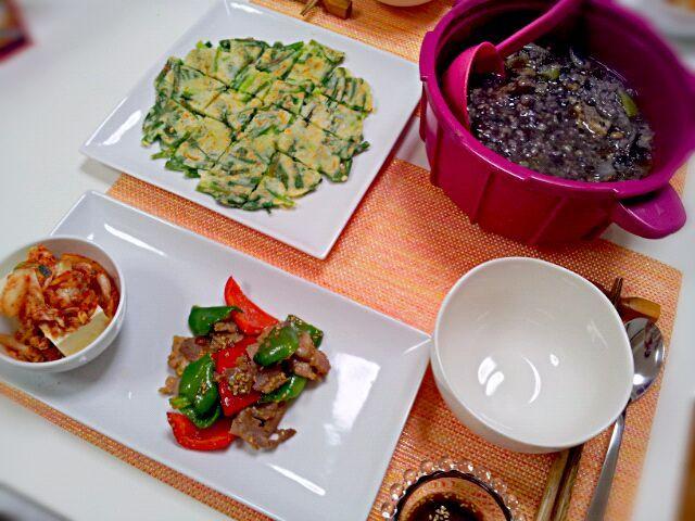 スープは雑穀が多すぎて黒くなってしまいました(;o;) - 3件のもぐもぐ - 今日の夕食 チヂミ、プルコギ、サムゲタン風スープ by pinkironohiyoko