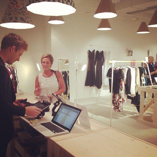 Gårdagens första kund i #PopUpPlace #MODSshop #KvCaroli #Malmö Vi hade inte en lugn stund i butiken och fick massor med positiv respons! (på/i Pop Up Place - Kv. Caroli, Malmö)