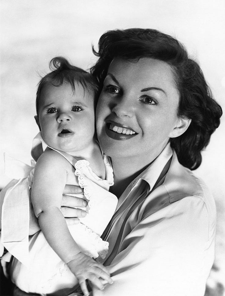 Judy Garland with her daughter Lorna Luft, 1953.