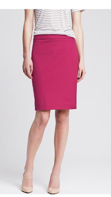 esempio di Gonna rosa da abbinare con scarpe nude . sopra puoi abbinare una camicia chiara