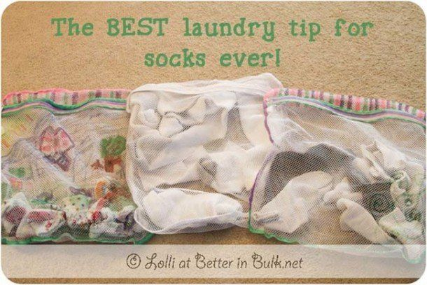 Раздайте всем членам своей семьи по мешку для стирки, в которые они должны будут складывать свои носки. В день большой стирки просто сложите все мешки с носками в машину и носки не потеряются.