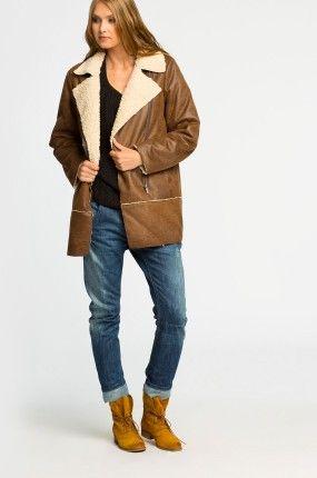 Płaszcz Baker Street typu kożuch, imitacja skóry. Luźny krój. 179,90 zamiast 299 PLN