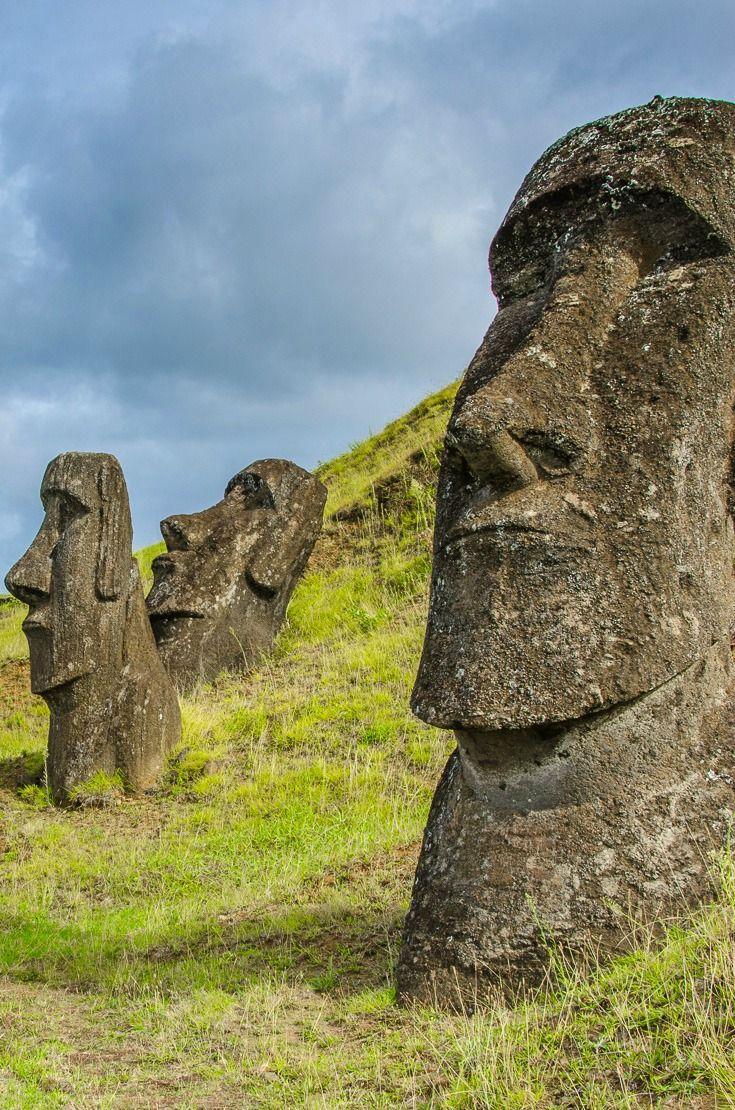 N. 32: Sedermi ad osservare i Moai dell'Isola di Pasqua http://www.mangiaviaggiaama.it/100cosedafareprimadimorire/