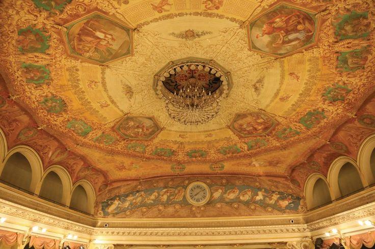 Bagnacavallo. Teatro Goldoni.  Il teatro di Bagnacavallo, definito una piccola Scala in miniatura, fu progettato da Filippo Antolini e inaugurato nel 1845. Nel 1907 fu intitolato al grande commediografo Carlo Goldoni, il cui padre aveva esercitato la professione di medico condotto in città.