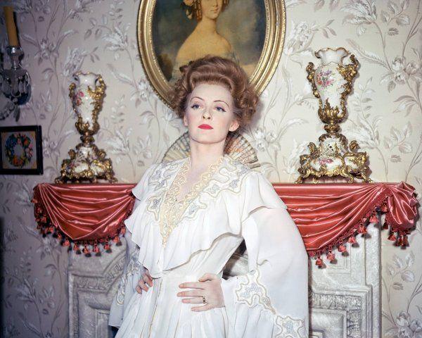 """1941, de William WYLER, """"La vipère"""" raconte l'histoire d'une femme vénale que rien n'arrête, surtout pas son mari banquier, alors juste remis d'une crise cardiaque... Mais pour combien de temps ? (photos de Bette dans le film)."""