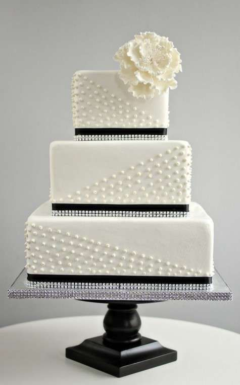 Tartas de boda cuadradas: fotos ideas originales - Tarta de bodas en blanco cuadrada