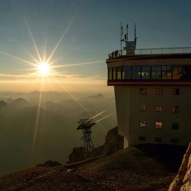 "Lermoos Tirol op Instagram: ""An amazing sunset yesterday at the Zugspitze, up high in the sky! #lermoos #wolfratshauserhütte #grubig #grubigalm #grubigstein #zugspitze #ehrwald #biberwier #tirol #visittirol #austria #sunset #gamsjet #grubighütte #grubigsteinbahn #bergbahnen #weather #lovetirol #visitaustria #myaustria #zugspitzearena #sunshine #spring #summer #reutte #bavaria"""