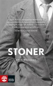 Det här är berättelsen om William Stoner, som föds i den amerikanska mellanvästern i slutet av 1800-talet. Hans liv ligger utstakat  han ska slita på föräldrarnas gård med den torra jorden. Men Stoner har läshuvud och skickas till universitetet för att bli agronom. När han hamnar på ett seminarium i litteratur ändrar hela hans liv riktning.Så börjar den mödosamma resan mot att skapa sig en egen tillvaro. Han arbetar på sin avhandling i engelsk litteratur, träffar en kvinna och gifter sig…