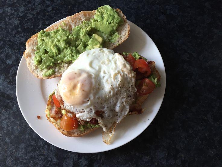 De bacon en het eitje in dit broodje maken het ideaal voor de morning after een zware night before ;-)
