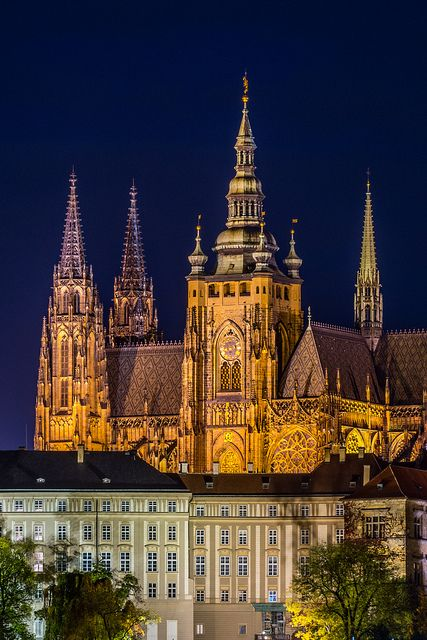 Prague Castle is one the largest and most complex castles in the world. Location:  Prague, Czech Republic Architect: Mathieu d'Arras, Peter Parler Year: 850 A.D. Area: 70 000 m2 Photography: tsomchat.