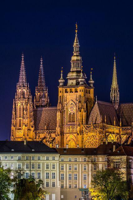 Prague Castle is one the largest and most complex castles in the world. Location:  Prague, Czech Republic Architect: Mathieu d'Arras, Peter Parler Year: 850 A.D. Area: 70 000 m2 Photography: tsomchat.