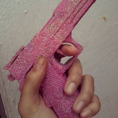 I need this gun. Pink. <3
