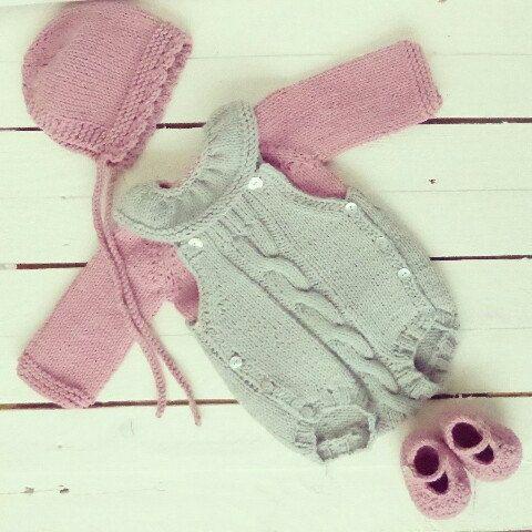 Camisola de bebé em tricot com gola branca by pontinhosmeus