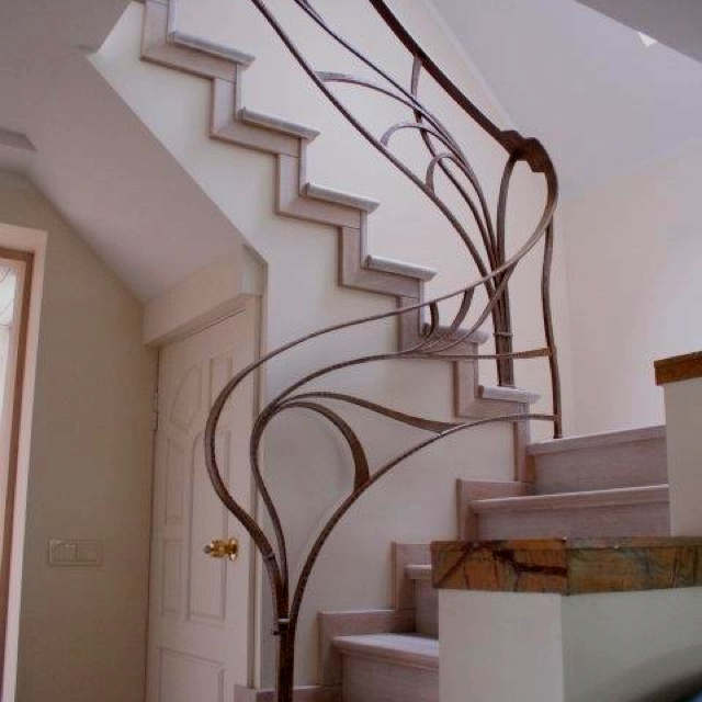 Modern organic railing in 2019 | Staircase metal, Stair ...