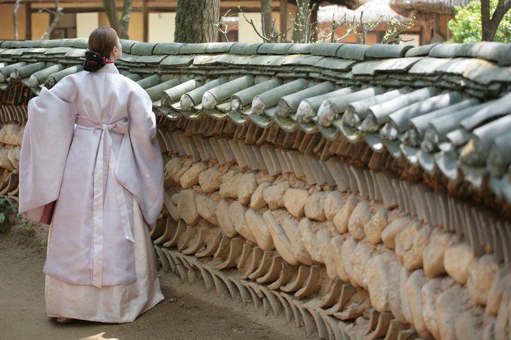 전통원삼..파스텔톤으로 만들어봤어요.. 원삼은  궁에서 큰행사(회갑연.결혼등등)가 있을때 입은 대례복입니다. 그래서 반가에서는 보통 결혼식때 입게 되었지요. #koreawedding #wedding  Korea imperial traditional ceremonial costume  📷 by vinwoo