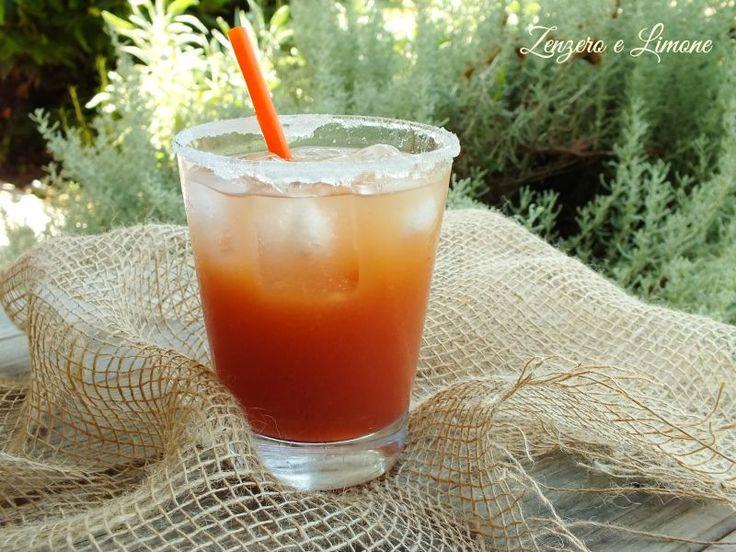 Questo cocktail analcolico alla frutta è una bibita fresca ed estremamente dissetante, perfetta per tutti coloro che sono astemi