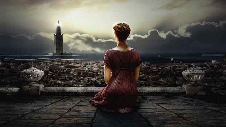 """Farol de Alexandria ao fundo -  Hipátia de Alexandria observa a noite, início de 5º C. Imagem do filme """"Ágora""""-2009"""