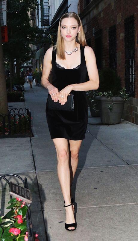 ついに復活! ドレスアップはボディコンのブラックドレスで決まり | FASHION | ファッション | VOGUE GIRL