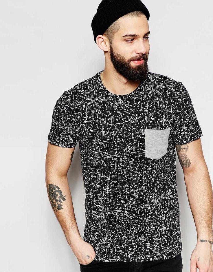 Imagen 1 de Camiseta con estampado en toda la prenda y bolsillo en contraste de Only & Sons