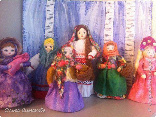 """Добрый день!  Надеюсь, что кому- нибудь будет интересен один из способов, как можно """"одеть"""" кукол на елку. В Технике ВАТНОЕ и СМЕШАННОЕ папье- маше. Смешанное, потому что иногда добавляю влажные салфетки. Можно и без них. Когда- то давно, влажных салфеток не было и иногда в игрушки добавляли ткань или гофрированную бумагу. Например так:   https://im0-tub-ru.yandex.net/i?id=1f8fc3589ff0289822be486e8e770420&n=13  Или так:    http://static.ozone.ru/multimedia/audio_cd_covers/1013590764.jpg. у…"""