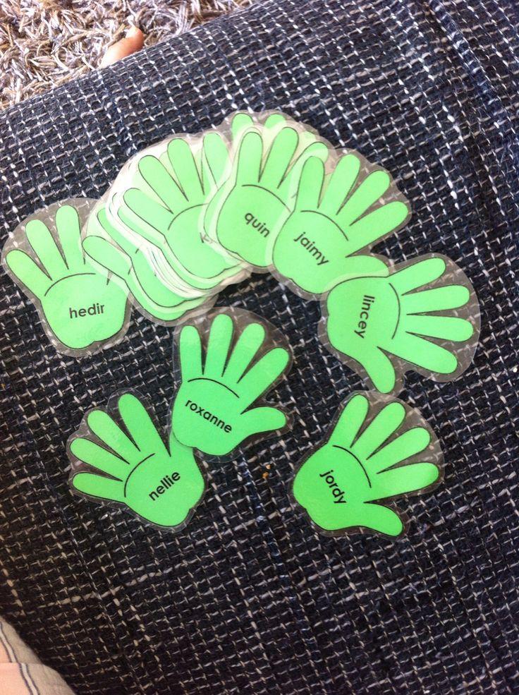 Helpende handjes! Elke dag kies ik 2 kinderen die de helpende handjes van juf zijn.