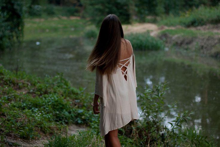 sukienka boho z odkrytymi plecami