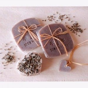 Natural hand made soap -  perfect for a shabby low cost party favor  Sapone naturale fatto a mano, perfetto come bomboniera low cost