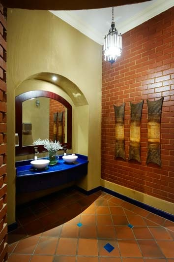 #Terracotta #tiles against clay brick create an exceptional combination in this #bathroom. #UnionTiles