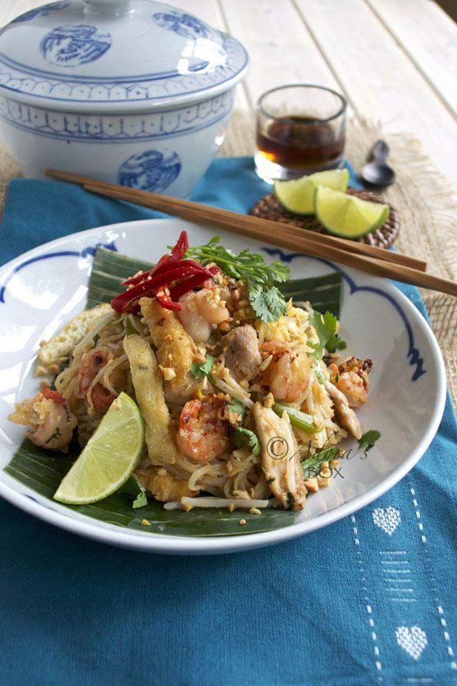 Adora's Box: CHICKEN AND PRAWN PAD THAI