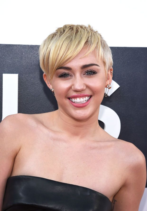 Miley Cyrus at the 2014 MTV Video Music Awards. http://beautyeditor.ca/2014/11/02/miley-cyrus-mac-viva-glam