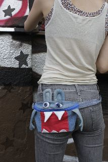 blue jeans upcycled into jean monsters of all sorts. - Kann man das nicht häkeln? :)