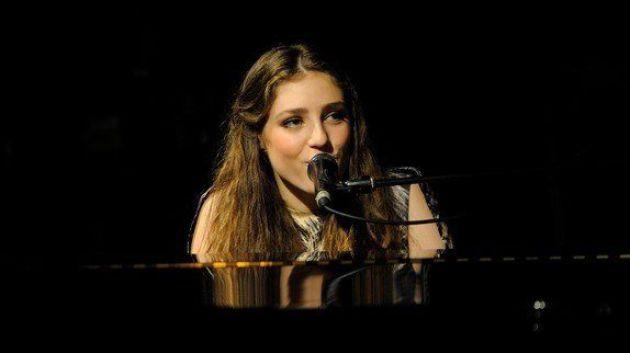 """la jeune chanteuse Birdy nous livre son """"Light me Up"""" ==> http://ma-musique-communautaire.com/birdy-nous-livre-son-light/"""