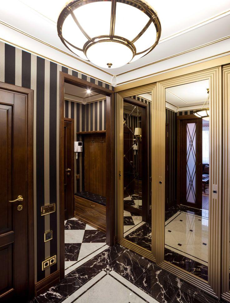 Интерьер холла. Дверцы шкафа-купе выполнены в виде обрамленных золотыми рамами зеркал.  architectural studio INSCALE  #hall #halldesign #design #interior #homedecor #interiordesign #inscale #inscalestudio #artdeco / интерьер в ар-деко / дизайн квартиры / дизайн квартир петербург
