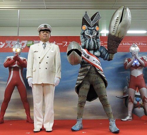 一日秋葉原駅長に任命されたバルタン星人=2015年1月13日、村田由紀子撮影