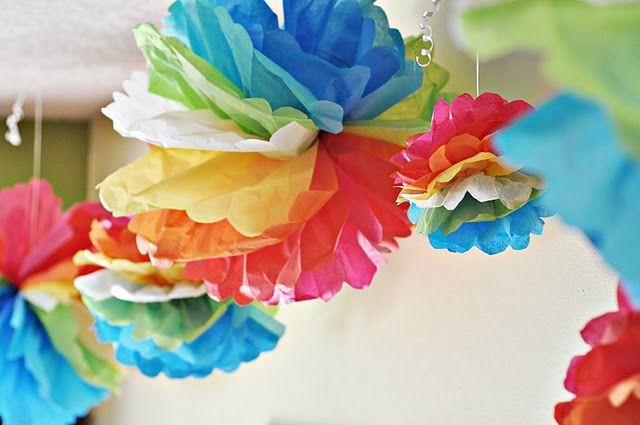 Good idea to mix the tissue paper up to make a rainbow in one pom pom