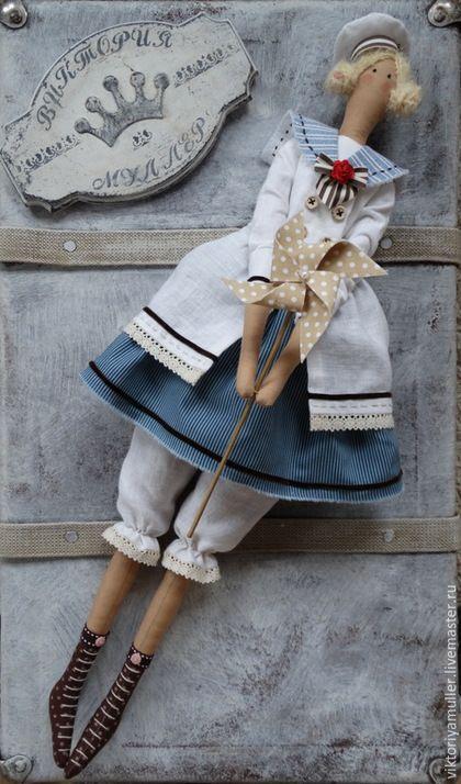 Купить или заказать кукла тильда ручной работы КУКОЛКА в интернет-магазине на Ярмарке Мастеров. Морская куколка вдогонку уходящему лету)))) Матросская шапка, верёвка в руке, Тяну я кораблик по быстрой реке!)…