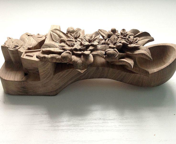 Резьба по дереву на заказ: деревянные ложки любви, настенные часы, уркашения из дерева, разделочные доски, предметы интерьера, резная мебель в моей мастерской.