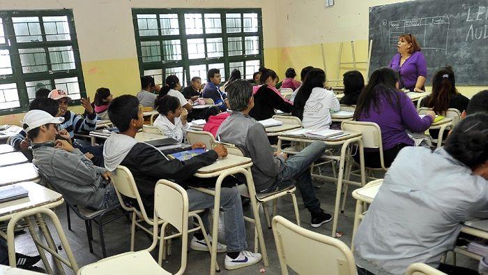 Secundario: Menos de la mitad de los alumnos lo terminan a tiempo: El dato lo señaló la ministra de Educación de Salta, Analía Berruezo.…