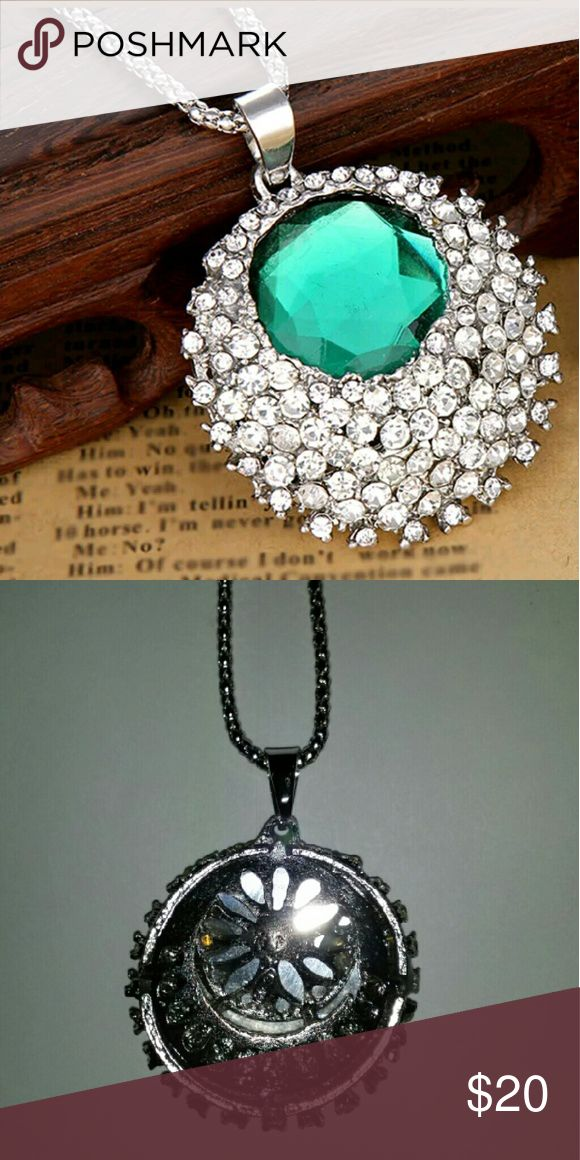 Emerald Gem with by Diamond Rhinestone Necklace Beautiful Large Emerald Gem Surrounded by Diamond Rhinestone Necklace Jewelry Necklaces