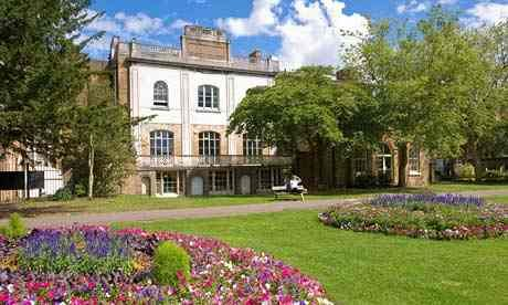 Pitzhanger Manor House in Ealing 's Walpole Park