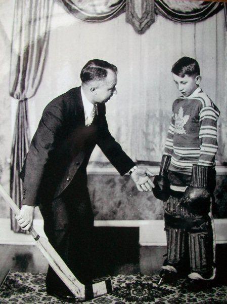 George Hainsworth : Échangé à Toronto en retour de Lorne Chabot à l'aube de la campagne 1933-1934, Hainsworth effectua un retour à Montréal pour mettre un terme à sa carrière, disputant quelques rencontres et enregistrant son dernier blanchissage lors du calendrier 1936-1937. George Hainsworth est décédé suite à un accident de la circulation en 1950. Il fut intronisé au Temple de la renommée du hockey à titre posthume en 1961.